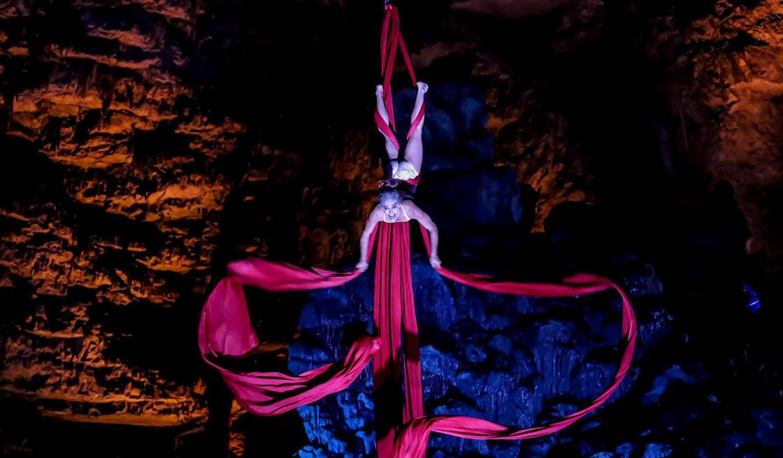 """Aperitivo in riva al mare & spettacolo """"Hell in The Cave"""" - Tedi Tour Operator"""