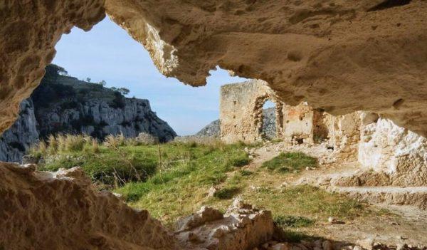 Escursione Valle degli Eremi & Abbazia di Santa Maria di Pulsano (Gargano) - Tedi Tour Operator